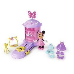 Défilé de Minnie avec une figurine