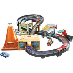 Disney Cars - Coffret Circuit Radiator Springs et voiture Flash Mc Queen
