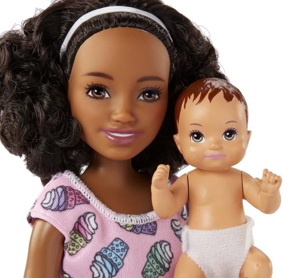Barbie-Coffret Babysitter chaise haute